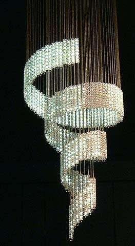 Tengo un lámpara de araña de diamantes en mi Baño.
