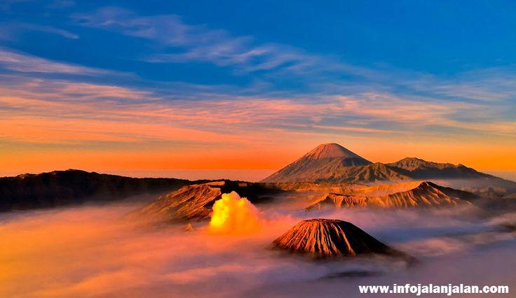 Indonesia Sunrise - Bromo East Java http://infojalanjalan.com/tempat-favorit-menikmati-pemandangan-matahari-terbit-indonesia-sunrise