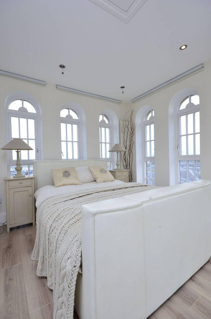 Белая спальня в стиле шебби-шик    #белый #окно #шебби-шик