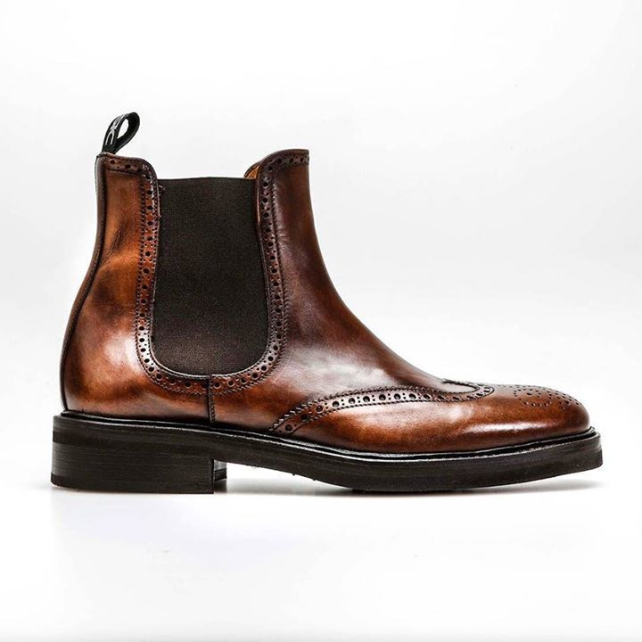 Autumn is here Winter is coming. Design your perfect boot! #weardis #boots #chelseaboots #designyourown #deco #vintage #brush #brogue #brown #coffee #italianshoes #feelitalian #italianshoes #madeinitaly #bespoke #goodyear #beatles #vibram #rubber #tailormade #sartorial http://ift.tt/2fdvgYE