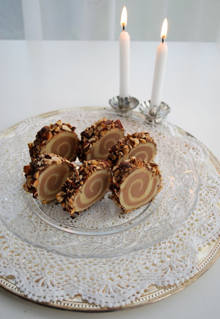 Heute gibt es eine Marzipan - Nougat Roulade für meinen Mann und das Rezept für euch ;-) Mein Mann liebt Marzipan und Nougat (jedes Mal wen...