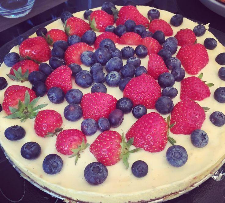 Cheesecake with berries. #cheesecake#fridaylove