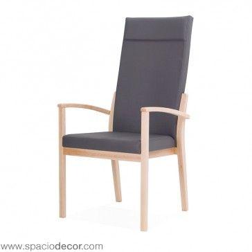 El sillón de respaldo alto para la tercera edad de la colección de geriátrico ARIS es una silla de lineas simples fabricada en madera de haya perfecta para crear ambientes puros y sencillos. Disponible en 2 acabados en tejidos vinílicos de fácil limpieza: Michigan y Gemini, cada uno de ellos en 20 atractivos colores diferentes.