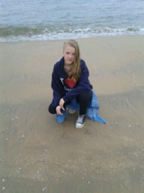 At the beach in Den Haag xD Trui: israel Broek: zeeman Schoenen: new yorker Blouse: israel