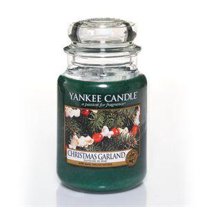 L Jar-Christmas Garland  Vinterårstiden kommer till liv i denna frodiga doft av färsk snittat granris och syrliga tranbär.
