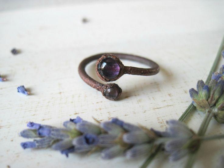 Anello in rame con pietre di ametista misura 17 - anello doppio giro elettroformato - ossidato - gioielli con cristalli naturali rustici di Loonharija su Etsy