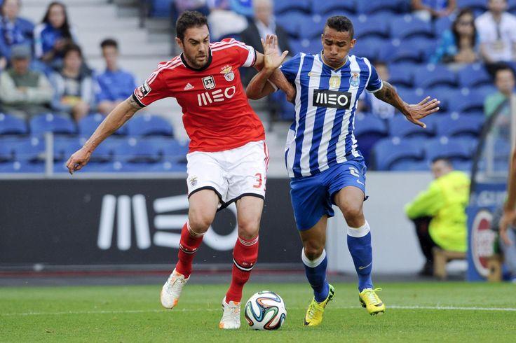 O clássico entre o FC Porto e o Benfica, da 13.ª jornada da I Liga, vai disputar-se dia 14, domingo (20:00), no Estádio do Dragão, anunciou hoje a Liga Portuguesa de Futebol Profissional.