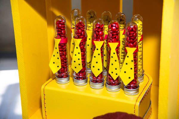 festinha-madame-tutu-george-o-curioso-amarelo-vermelho-azul-12