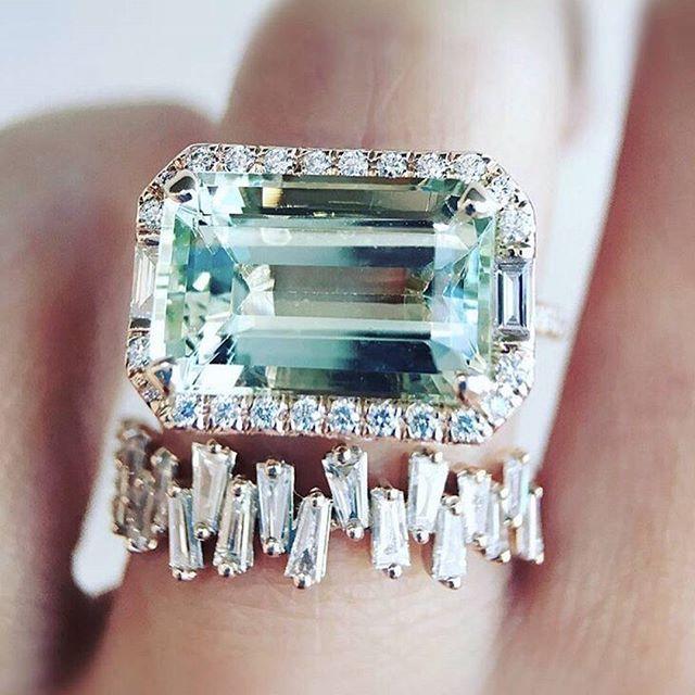 • DIAMOND • Now that's a ring • @trabertgoldsmiths • #ring #engagementring #diamond #trabertgoldsmiths    #Regram via @onedaybridal