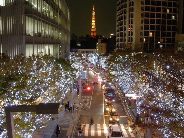 Roppongi, one of the greatest place of seeing the tokyo tower