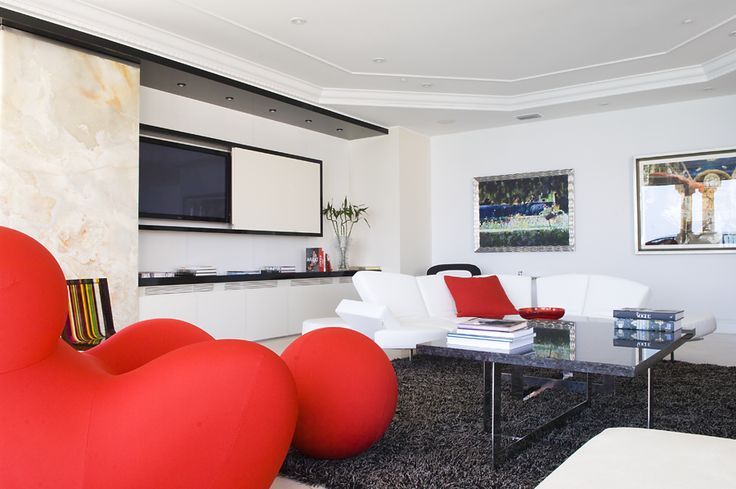 Really Modern Yet Cozy and Livable Interior Design | DigsDigs