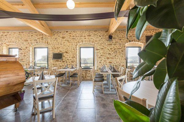 La salle de restaurant, avec une vue sur St Bonnet le Froid