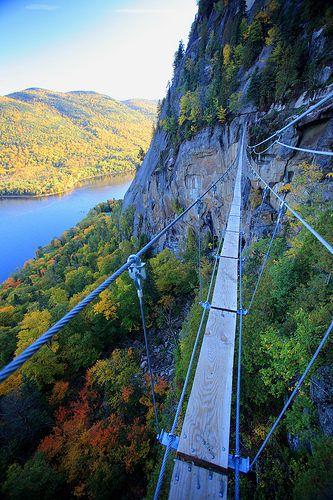 L'incroyable via ferrata du Parc du Fjord-Du-Saguenay en automne @Charles-David Robitaille.