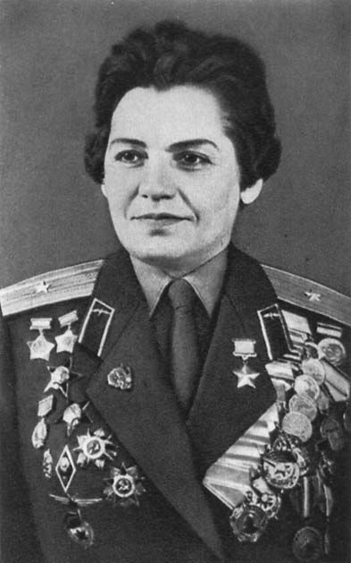 Soviet female pilots .Marina Chechneva-hero of the Soviet Union, Squadron commander of the 46th Taman guards night  Regiment, guard. (810 night combat flights)
