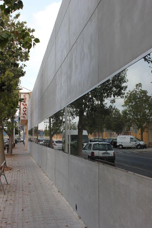 Tilwork instalaciones en Valencia. Fachada ventilada viroc por Marcos . Fachada ventilada en fabrica, compuesta de perfileria de madera tratada, aplacado de panel cementoso VIROC y lamina de cristal espejo