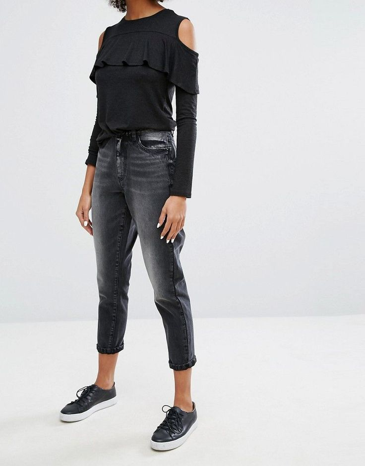 Get this Only's high waist jeans now! Click for more details. Worldwide shipping. Only Mom Jean in Black - Black: Mom jeans by Only, Non-stretch denim, Washed black, High-rise waist, Concealed fly, Functional pockets, Slim tapered leg, Sits on the ankle, Relaxed fit, Machine wash, 100% Cotton, Our model wears a UK 8/W26 and is 176cm/5'9.5 tall. Danish high street brand Only brings forth a casual, feminine collection of classic denim, bold print tees and vests in true Scandinavian style…