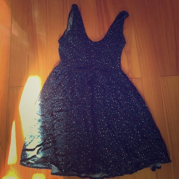 Open Back Dress Polka dotted open backed dress; has a side zipper; two bows on back Forever 21 Dresses Backless