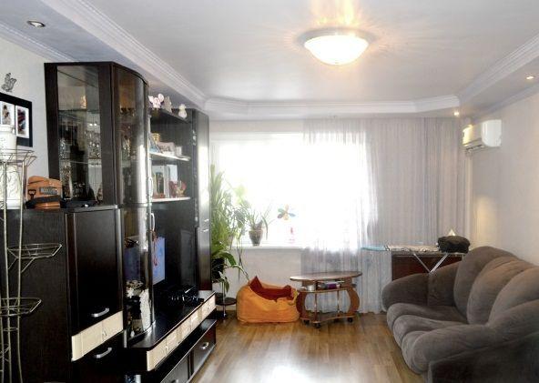 Наш канал в Telegram t.me/realtor164 Саратов, Лунная, 2 800 000, Продажа Вторичное жилье / Трехкомнатная http://realtor164.ru/prodaja-kvartir/3-komn/realty1192.html   Представляю Вашему вниманию шикарную ,светлую, просторную 3-комнатную квартиру на 4 -ом комфортном этаже 9-ти этажного кирпичного дома в привлекательном районе города ( Ленинский район ).Общая площадь 70 кв.м., кухня 9,8 кв.м, Квартира на две стороны, отличная планировка- прихожая-5 м, большая гостинная-24 метра, две…