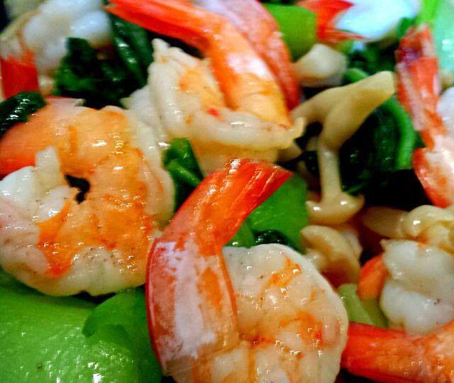 海老とチンゲン菜と白しめじを中華炒めに。 海老はプリプリ、チンゲン菜はシャキシャキです。 - 67件のもぐもぐ - 海老とチンゲン菜の中華炒め by KANA