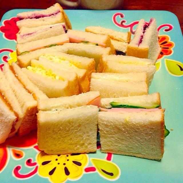 ハムきゅうり タマゴ ブルーベリージャム ピーナッツバター - 20件のもぐもぐ - サンドイッチ4種 by さくたえ