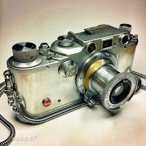 redhousecanada:  workman: would love more information on this early Leica.