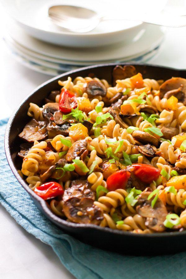 Hélices con champiñones, tomates y calabaza moscada | 27 recetas de pasta sustanciosas y deliciosas