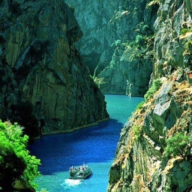 Cañones del Sil en la #RibeiraSacra #Ourense #Galicia #Spain - Sil canyons on the #RibeiraSacra in northern #Spain