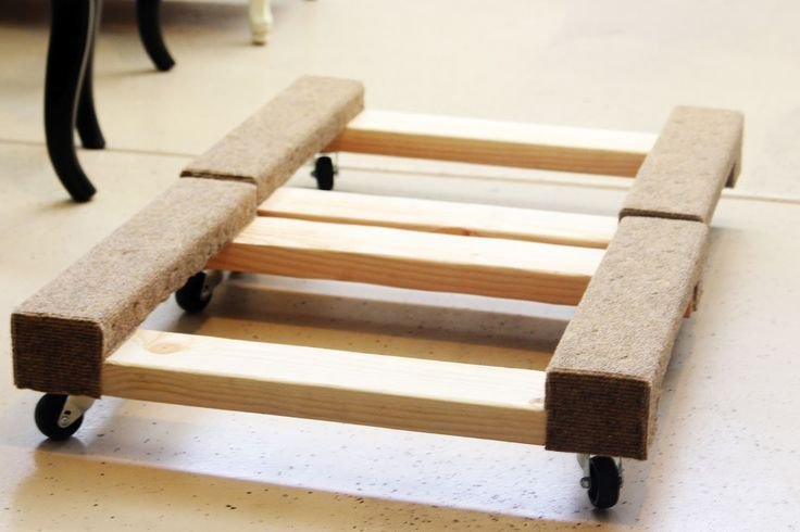 furniture dolly - DIY style (Might need these when we finally get around to moving.)