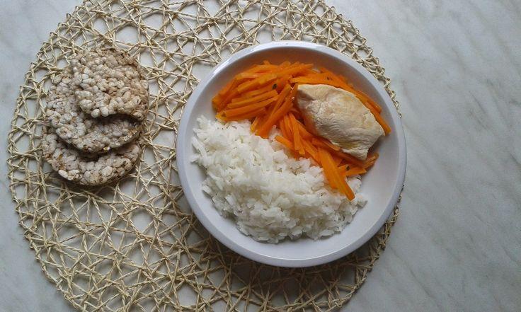 rýže s mrkví a kuřecím masem