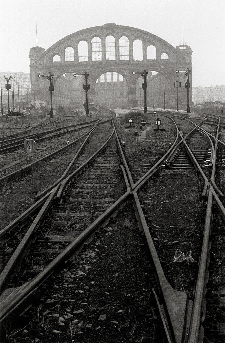 Berlin | 1933-45+. Anhalter Bahnhof. Will McBride