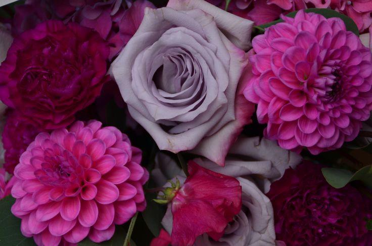 #FLORALIADECOR #CASTELLOdiVINCIGLIATA #ReceptionTable #FlowerArrangment #Dahlia #Peonies #OceanSongRoses