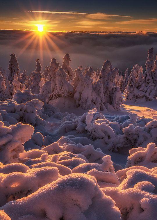 Freeze sunset by Pawel Uchorczak