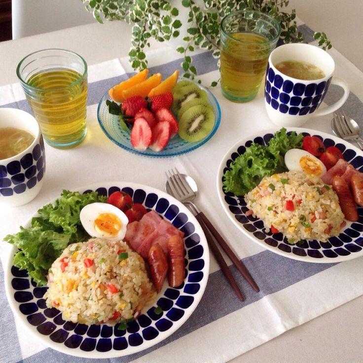 ❁ 581/おはようございます(^o^) もぉ朝ごはんには遅い時間だったので 炒飯で朝昼ごはんにしちゃいました☺︎ 連休も今日で終わりですね〜又々あっという間に終わってしまいます:;(∩´﹏`∩);: 今日も素敵な1日を•*¨*•.¸¸♬ #朝ごはん#朝食#昼ごはん#昼食#おうちごはん#炒飯#チャーハン#イッタラ#カステヘルミ#アイノアールト#アラビア#アラビア24h#トゥオキオ#クチポール#北欧#北欧食器 #instapic#instafood#foodpic#food#yummy#breakfast#brunch#lunch