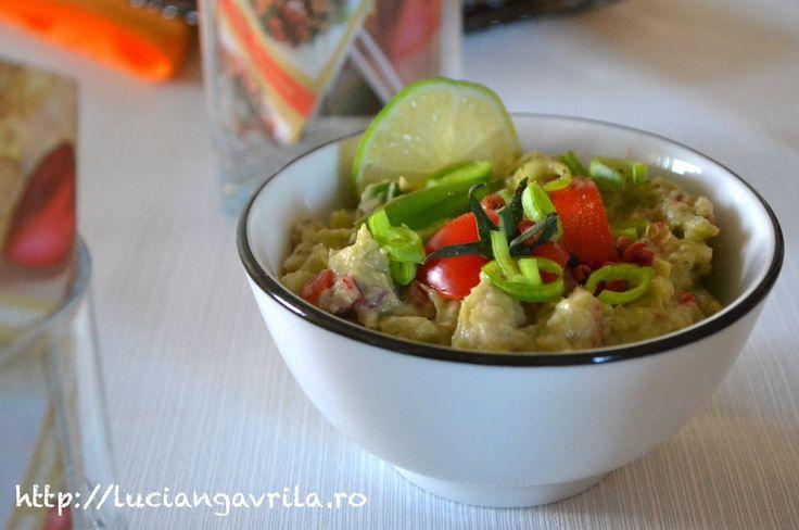 Avocado cu anșoa, guacamole și nu prea
