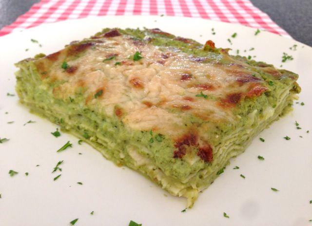 De lekkerste pesto lasagne maak je natuurlijk gewoon helemaal zelf in je eigen keuken. Bekijk dit lekkere lasagne recept op AllesOverItaliaansEten.nl!