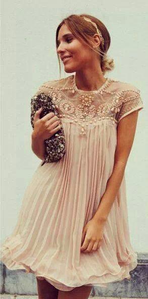 Vestido de gasa plisada y tul bordado. Love it!