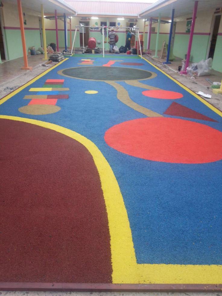 Colocación de alfombra de hule en cdi belén
