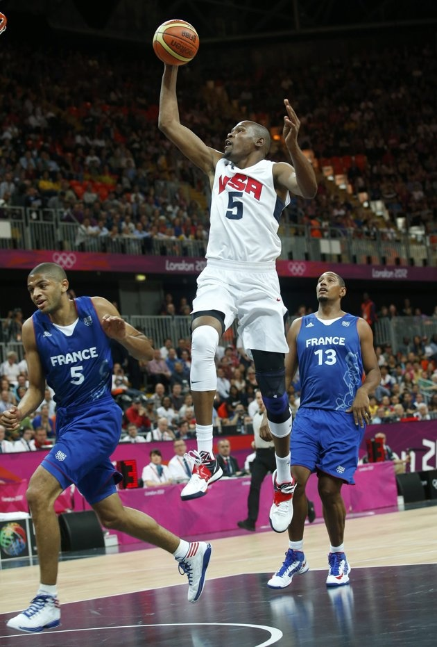 Kevin Durant (C) of the U.S goes to the basket past France's Nicolas Batum (L) and Boris Diaw during their men's Group A basketball match at the London 2012 Olympic Games in the Basketball arena  July 29, 2012.