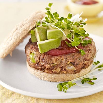 These quick and delicious Veggie Burgers have been tried and tested by the Country Living team.: Eggs White, Homemade Veggies Burgers, Pinto Beans, Country Living, Picnics Recipes, Burgers Recipes, Veggie Burgers, Vegetarian Recipes, Vegetarian Dinners