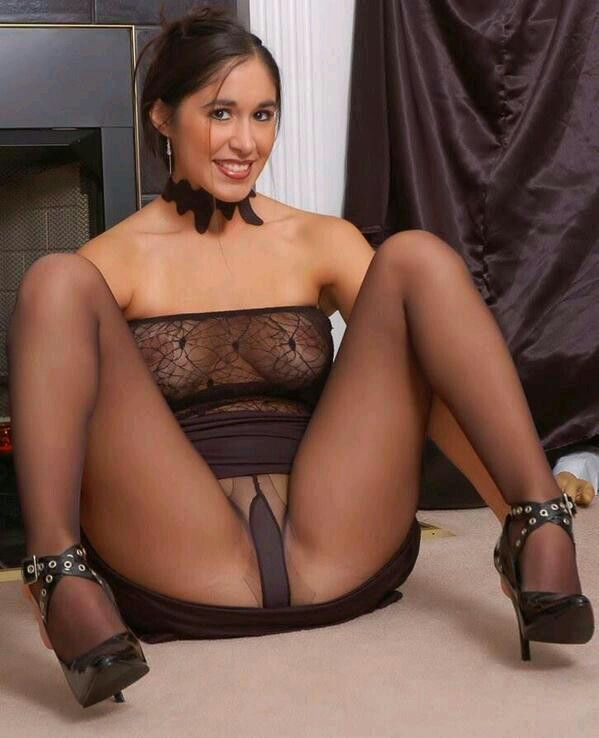 Has girls and women in nylons and pantyhose FIERCE HOT