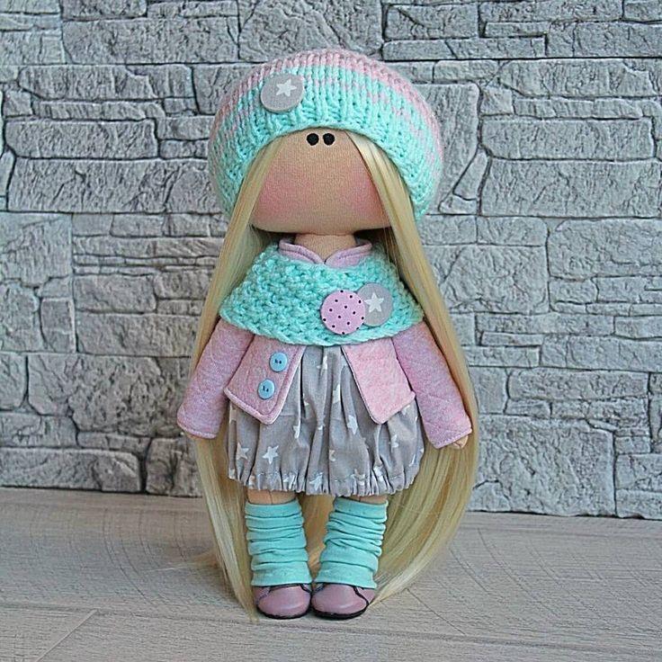Недавно меня попросили сделать наборчик для пошива в серо-розово-бирюзовой гамме . . А я решила еще и куколку такую сшить . . Кстати, именно сейчас эта куколка разыгрывается в лотерейку в Ок . Кому понравилась - приглашаю в гости! ☺. . #kukla_masha #куклавродарок #кукларучнойработы #интерьернаякукла #интернетмагазин #игрушкиручнойработы #Уссурийск #хобби #любимаяработа #люблюшить #текстильнаякукла #новыйгод #новыйгод2018 #праздник #подарки