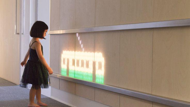 Galería de Madera translúcida e instalación de luz ilumina un Hospital de Niños en Australia - 13