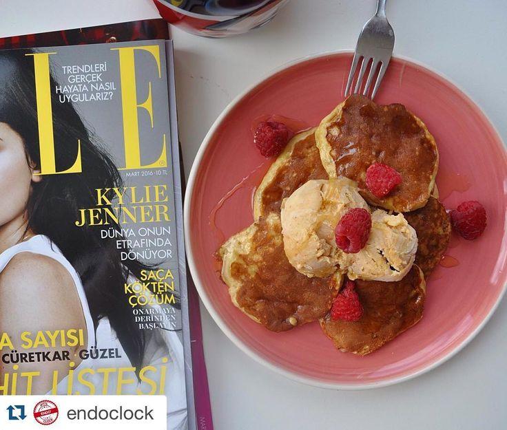 En güzel mutfak paylaşımları için kanalımıza abone olunuz. http://www.kadinika.com #Repost @endoclock with @repostapp.  Günaydııın  Üç malzemeli pancake tarifini dün yaptığım yer fıstıklı dondurma ve balla birleştirince ortaya enfes bir sonuç çıktı  Pancake tarifi: 1 orta boy muz 2 yemek kaşığı un 1 büyük boy yumurta  Yapılışı: Küçük bir kapta muzu çatalla ezin. Unu ve yumurtayı ekleyip çatalla iyice birbirine karıştırın. Pancake tavanızı yağlayın ve bir yemek kaşığı pancake karışımından…