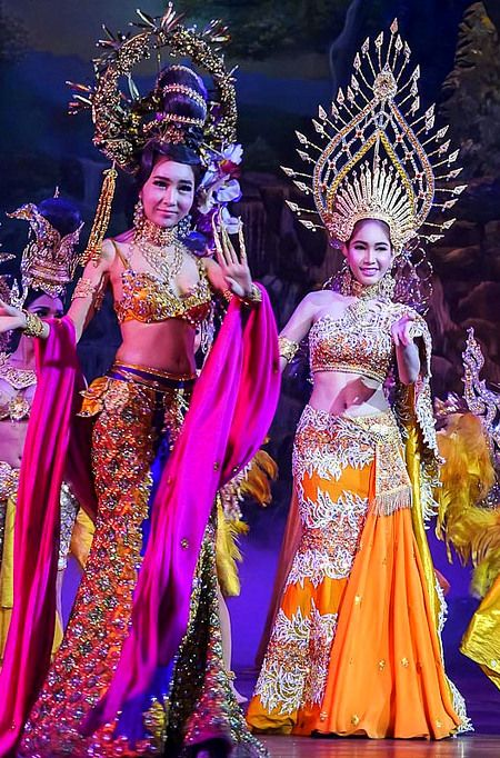If looking for a form of entertainment that is distinctly Thai, don't miss a Ladyboy Cabaret Show on Chaweng Beach, Koh Samui! Click through for more info.