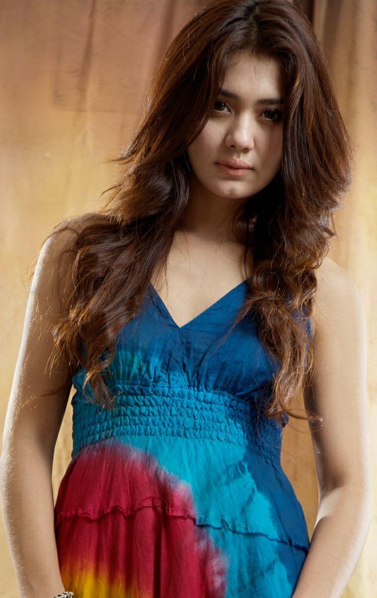 PIC Pesona Kecantikan Wanita Nusantara Blasteran Mata Biru Di