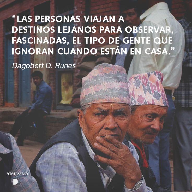 """""""Las personas viajan a destinos lejanos para observar, fascinadas, el tipo de gente que ignoran cuando están en casa.""""  Dagobert D. Dunes  Fotografía de Basil Strahm"""