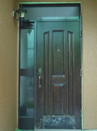 塗装中に玄関ドアの交換もしちゃいました◎交換は1日で完了!玄関①