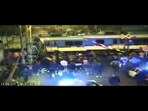 Accidente en Flores Choque linea 92 y tren TBA Imagenes Gobierno de la Ciudad de Buenos Aires . #Tragedia #Accidente #Memoria #TrenSarmiento #FerrocarrilSarmiento #Linea92  #Tragedy #Accident #Memory #SarmientoTrain #Line92