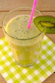 Een heerlijke smoothie met banaan, kiwi en jus d'orange -> Voor 1 persoon: 1 banaan, 1 kiwi, 120 ml jus d'orange; eventueel nog honing om het iets zoeter te maken