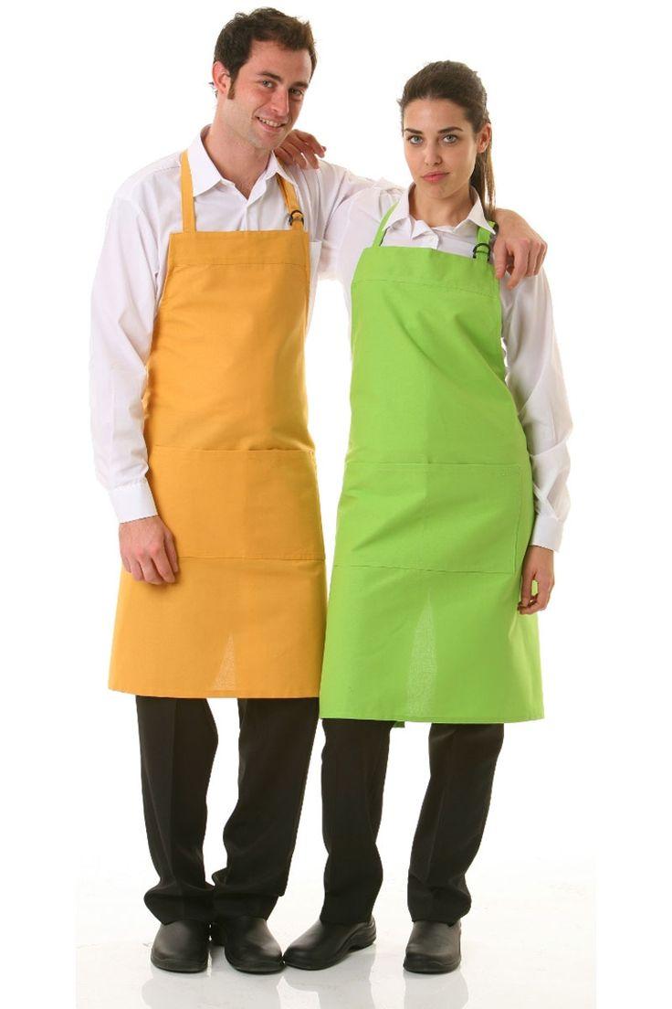 ¡Disponible en varios colores! El delantal de peto recto de colores, es regulable mediante una hebilla de plástico color negro en la parte izquierda. Tiene un bolsillo de 36cm de ancho x 20cm de largo. Sus cintas de 2cm de ancho del mismo tejido que el delantal y miden 100 cm en cada lado para atar en cintura. El delantal hace un total de 86 cm de largo x 90 cm de ancho. #MasUniformes #RopaLaboral #UniformesDeTrabajo #VestuarioOnline #Artel